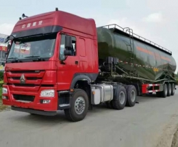 中国重汽HOWO6X4牵引车