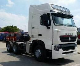 中国重汽T7H6X4牵引车